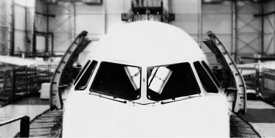 Flugzeugcockpit von vorn